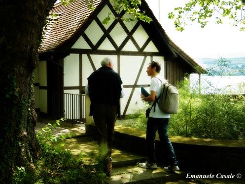 Io e il nipote di Jung nella nel giardino posteriore della casa sul lago a Kusnacht (casa in cui Jung ha vissuto fino alla fine dei suoi giorni. Non è aperta al pubblico in quanto privata e abitata dagli eredi.)
