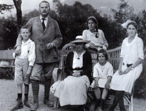 """Carl Jung ai suoi figli: """"Cari figli, vorrei informarvi di come mi sia evoluto"""""""
