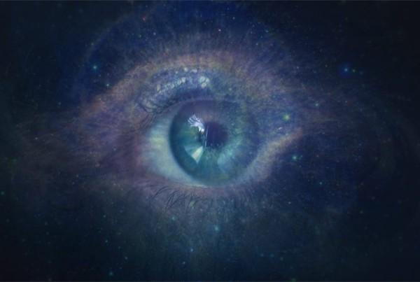 Qualcuno in questo universo continua a sognarci. Uno Sconosciuto da sempre intuito (Emanuele Casale)