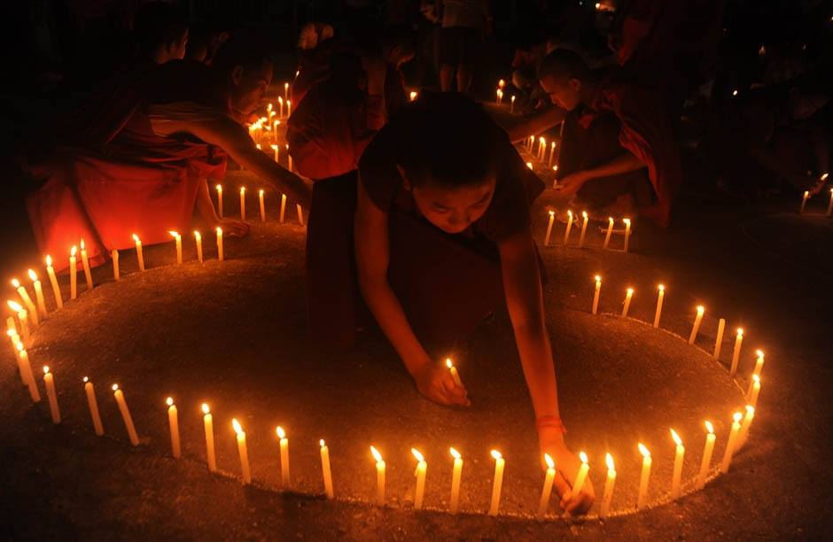 Silenzi solitari fiamme candele mandala
